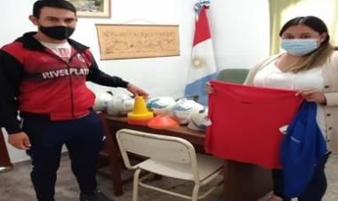 LUYABA Y TRAVESÍA : ENTREGAN MATERIALES DEPORTIVOS PARA LAS ESCUELITAS DE FÚTBOL Y EQUIPOS QUE PARTICIPAN EN LA LIGA DOLORENSE.