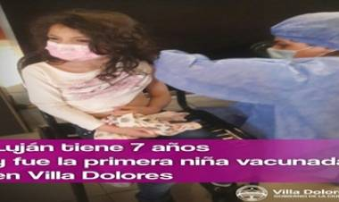 VILLA DOLORES : COMENZÓ LA VACUNACIÓN DE LOS MÁS CHICOS Y LUJÁN FUE LA PRIMERA VECINITA EN RECIBIR SU DOSIS.