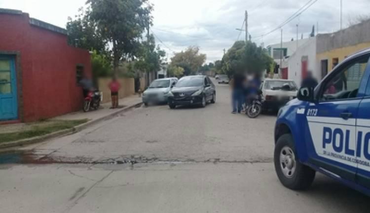 VILLA SARMIENTO : ACCIDENTE ENTRE AUTOMÓVIL Y MOTO, CON LESIONES.
